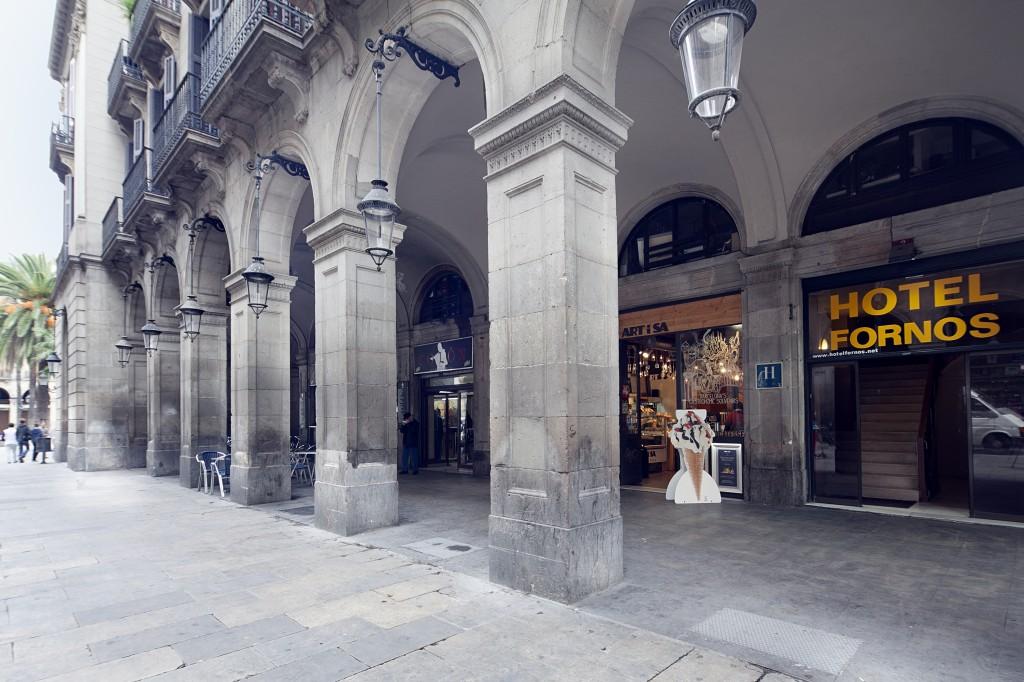 Galería de fotos: Imagen de la entrada del Hotel Fornos de Barcelona