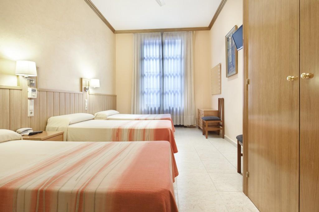 Habitación cuádruple del Hotel Fornos, Hotel en Barcelona