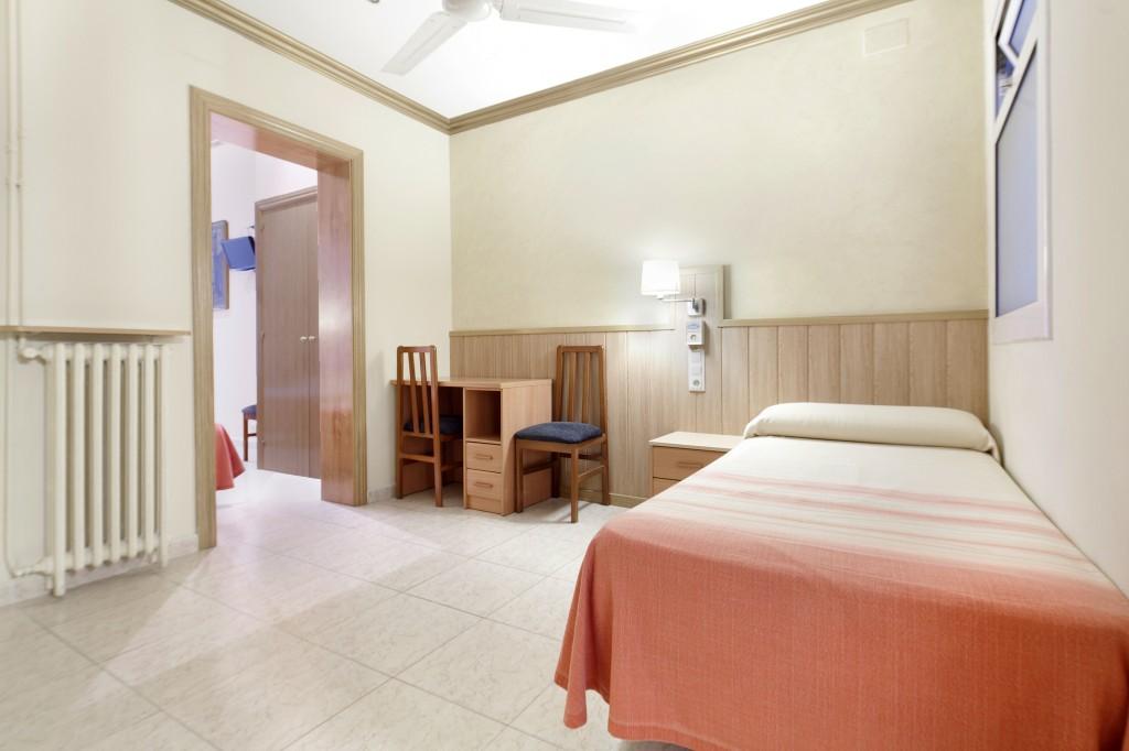 Habitción cuádruple del Hotel Fornos, Hotel en Barcelona