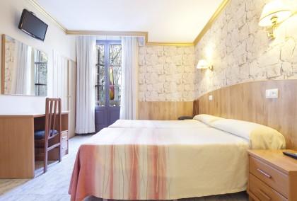 Galería de fotos: Imagen de la habitación doble del Hotel Fornos de Barcelona
