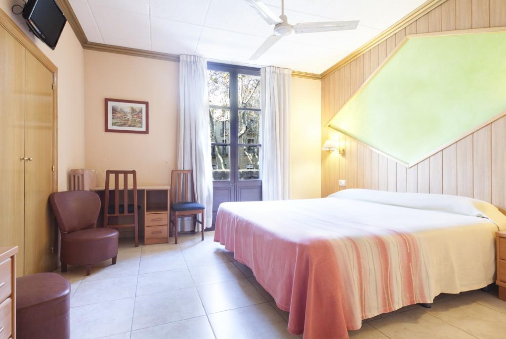 Habitación de matrimonio del Hotel Fornos, Hotel en Barcelona