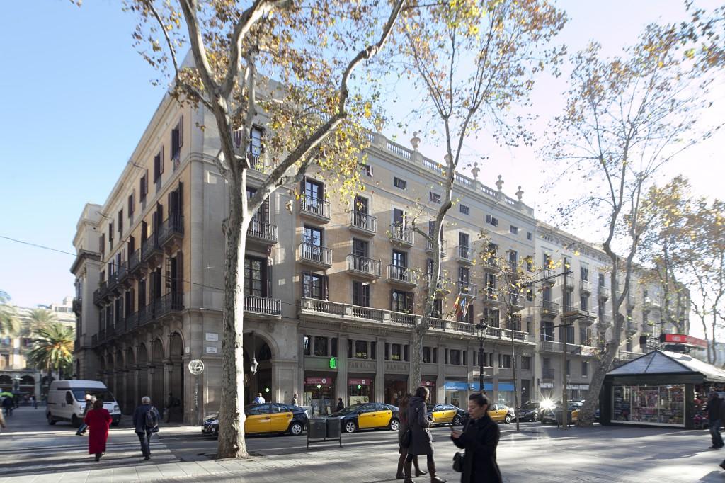 Fachada exterior del Hotel Fornos, Hotel en Barcelona
