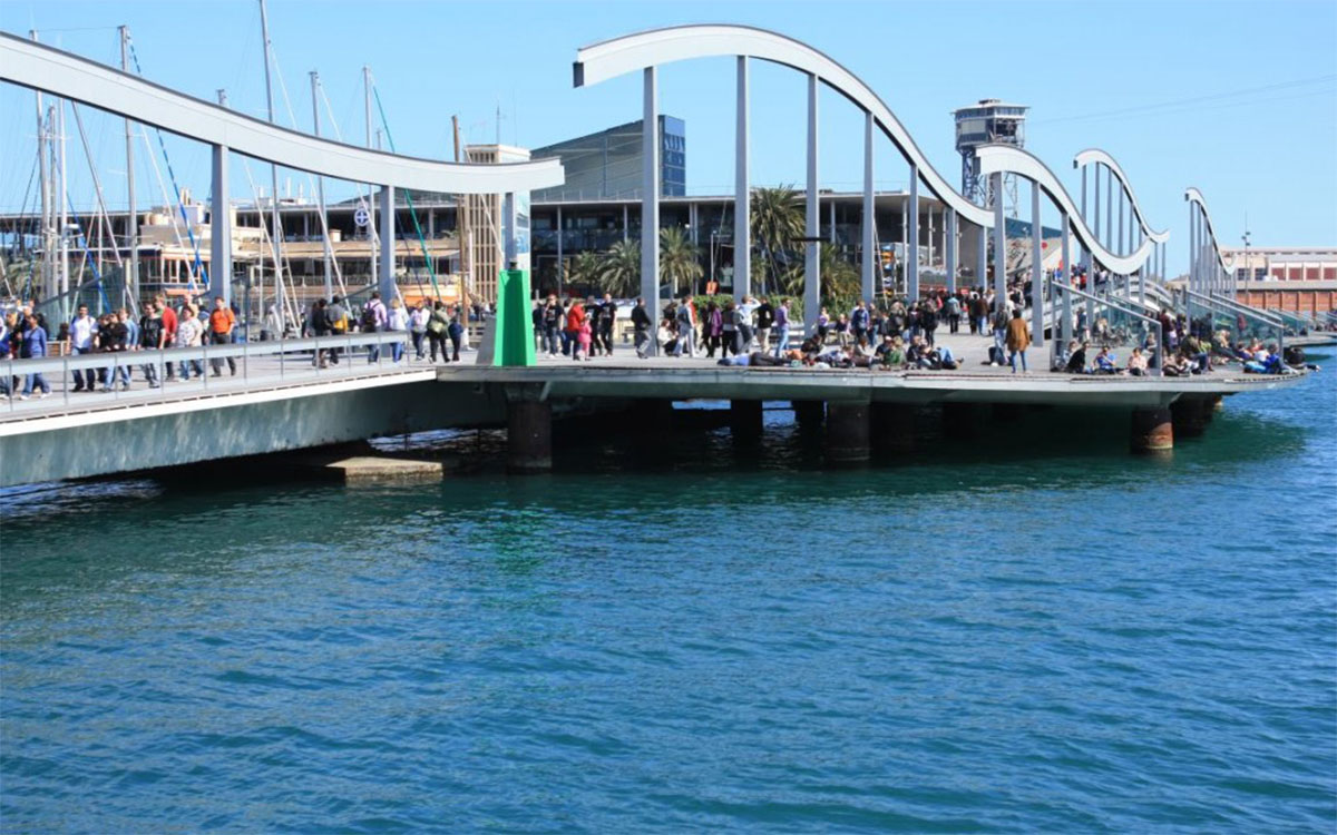 Contacto: Imagen puente de madera Port Vell de Barcelona