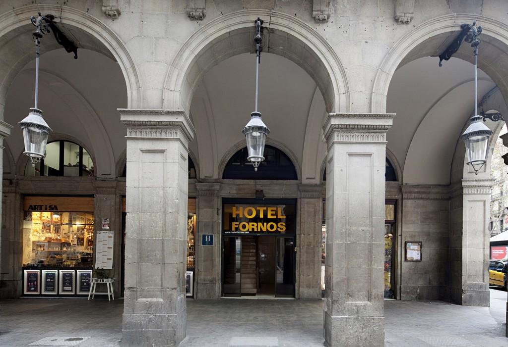Entrada del Hotel Fornos, Hotel en Barcelona